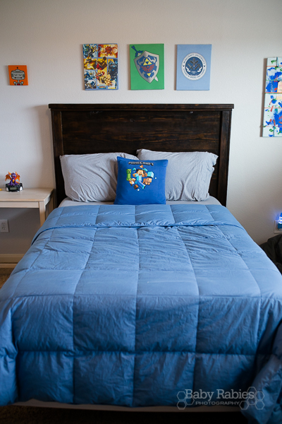 Upcycle old t-shirts into room decor, including wall hangings AND a crazy easy video tutorial for a t-shirt pillow cover | BabyRabies.com