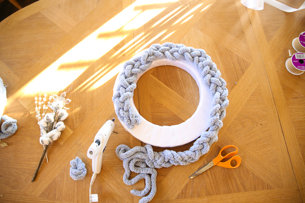 Braided Wreath DIY - Another Simple, Fast Holiday Wreath | BabyRabies.com
