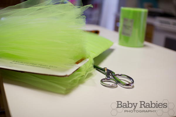 image of cutting the wreaths tulle around cardboard